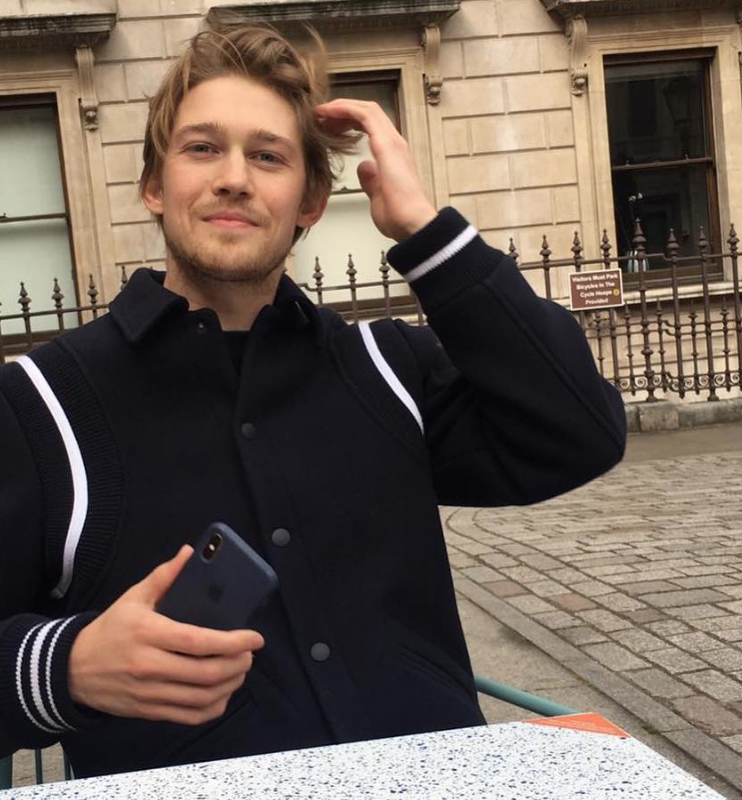 Joe Alwyn, Taylor Swift, boyfriend, Instagram, age, job, profile, about, born, University, 2020, Golden Globes, together, girlfriend, couple, news