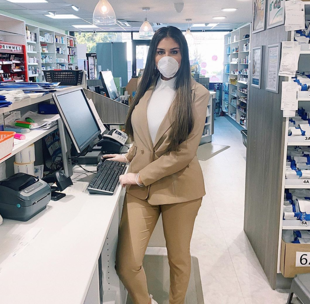 Anna Vakili, pharmacist, pharmacy, Love island