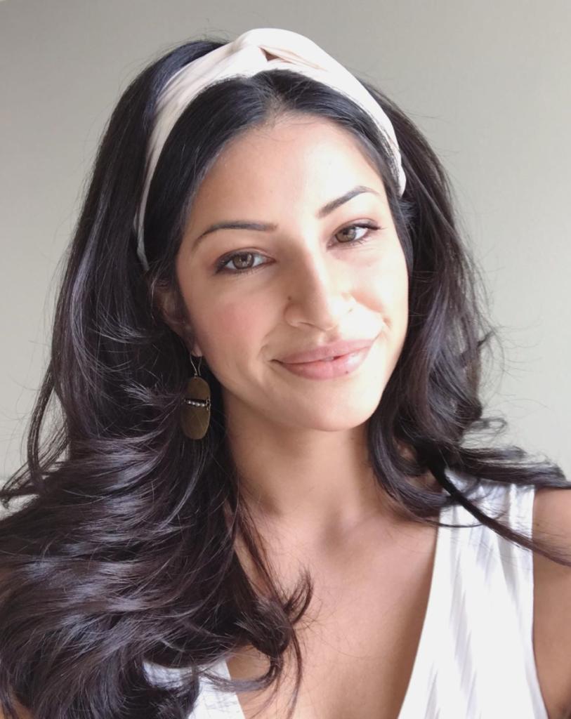 Never Have I Ever, cast, ages, how old, real life, birthday, Richa Moorjani, Kamala