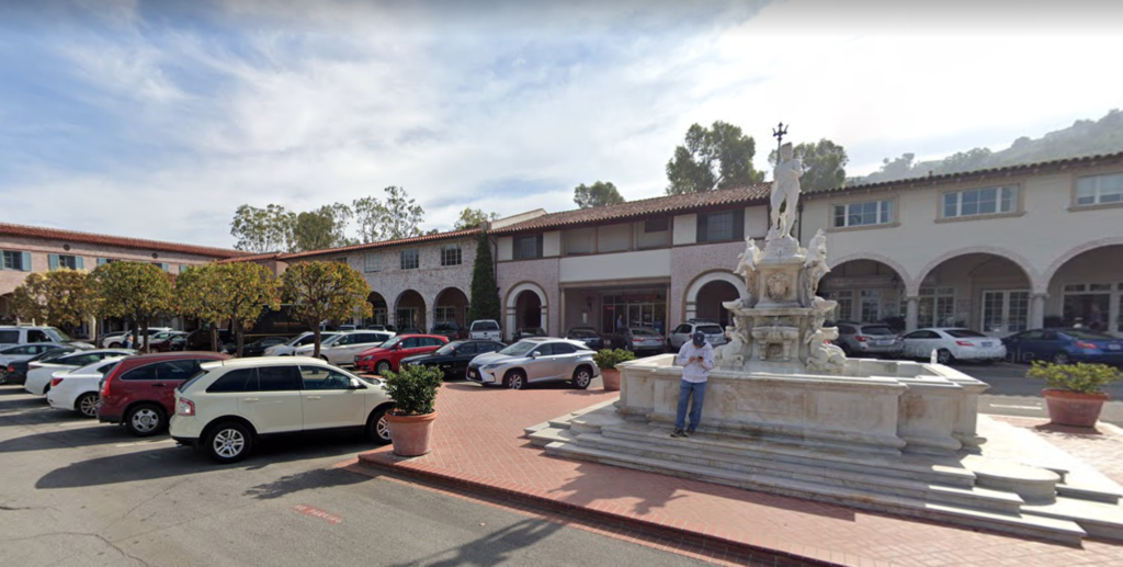 Malaga Cove Plaza, Dirty John
