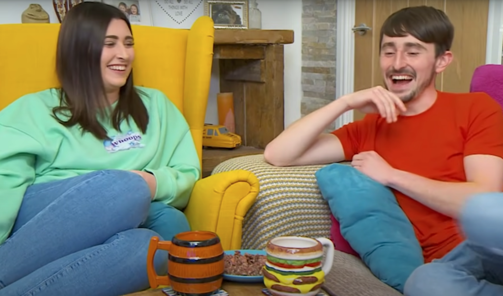 gogglebox-the-best-thing-on-tv-pete-sophie-mugs