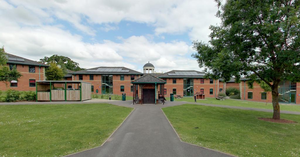 university-uk-banning-students-campus-unvaccinated-coronavirus