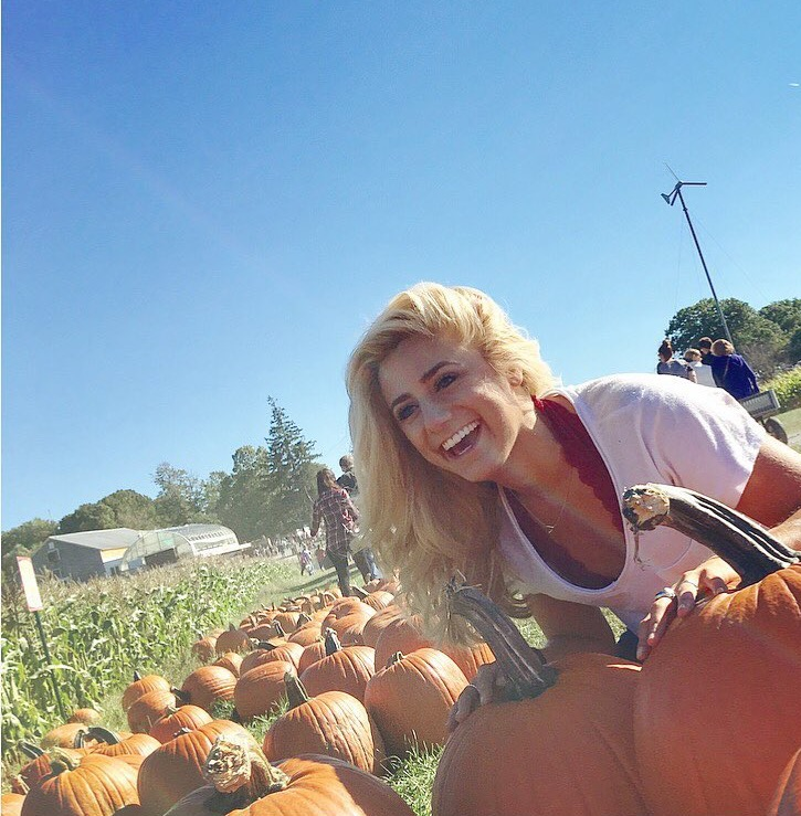pumpkin picking is even more fun without a fuckboy