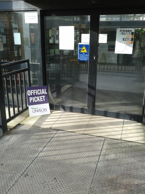 This terrifying picket met would-be scabs during the lecturer strike in Liverpool