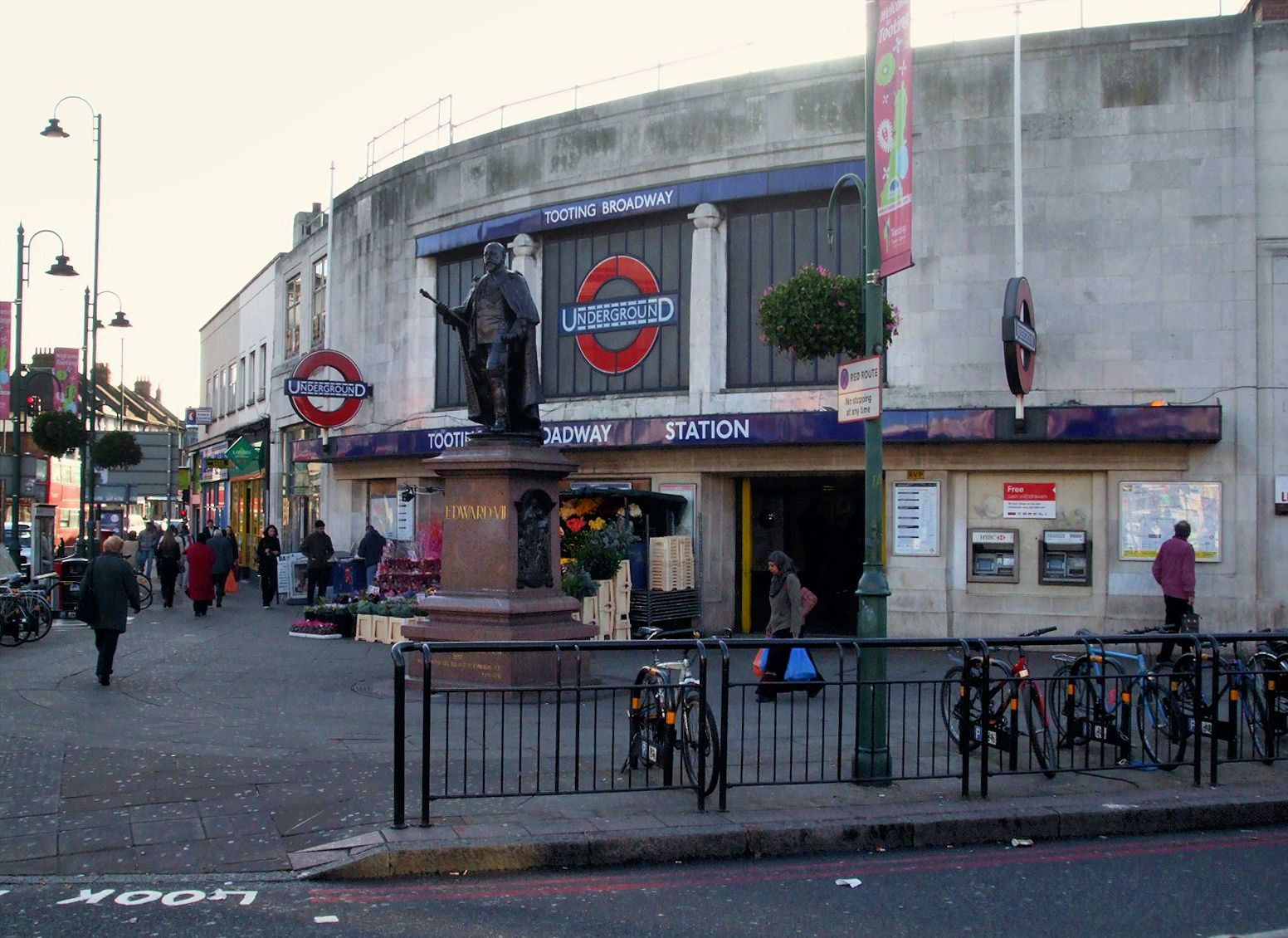 Tooting_Broadway_stn_building