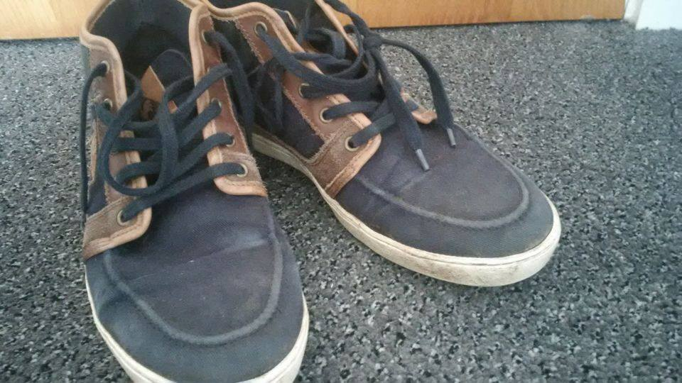 If these are your shoes pls take them away they mess with the feng shui